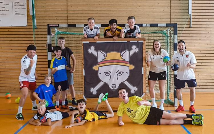 Gianluca Pauli und Sina Michels waren beim Handball-Trainingscamp der Fuchsbau Academy dabei.
