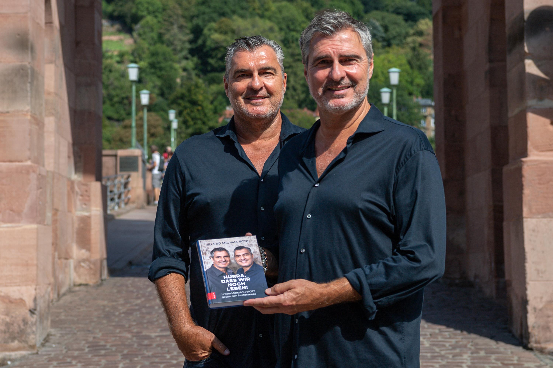 """Michael und Uli Roth stellen das Buch """"Hurra, dass wir noch Leben!"""" vor."""