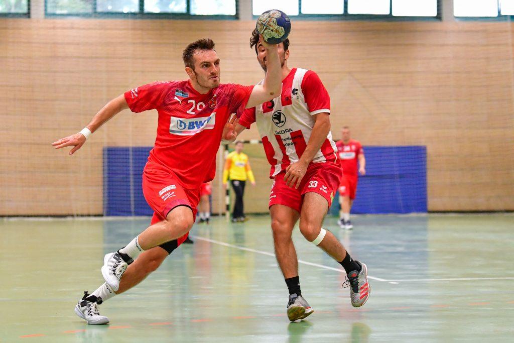 Lukas Köder, Handballer der SG Leutershausen, kurz vor dem Wurf.