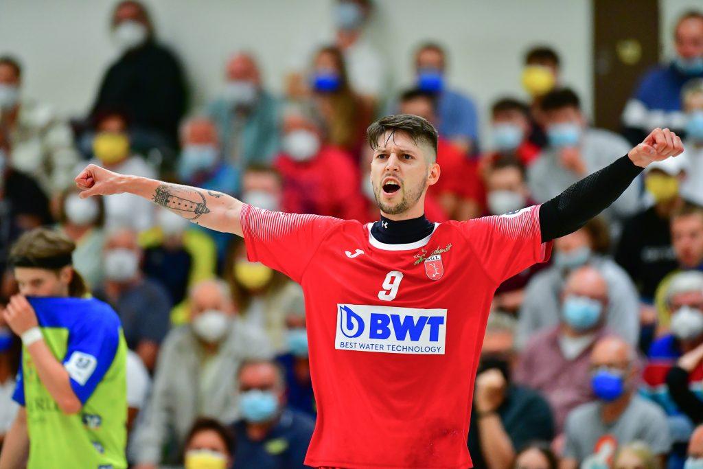 Lucas Bauer jubelt über den Derby-Sieg. (Steffen Hoffmann)